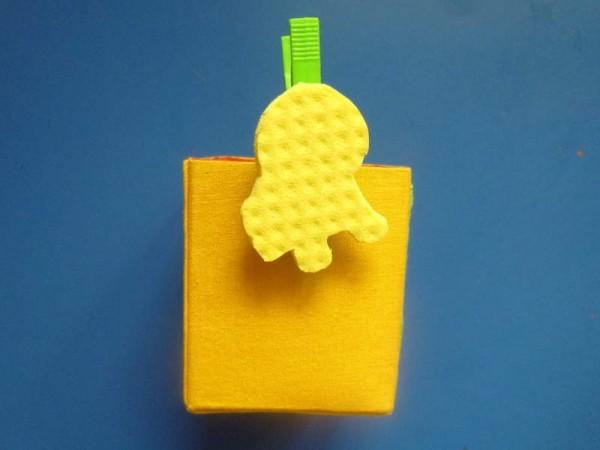 La vostra sagomolletta è pronta. Potete ad esempio utilizzarla per abbellire una scatolina porta matite ...